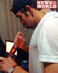 michael_phelps_smokes_bong